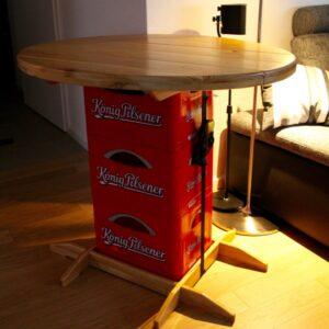 Bierkisten-Stehtisch aus Holz
