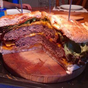 Ein Hamburger für 8 Personen
