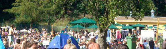 Ein volles Freibad in Quelle / Brackwede