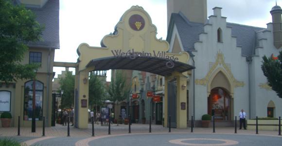 Einer der Eingänge von Wertheim Village