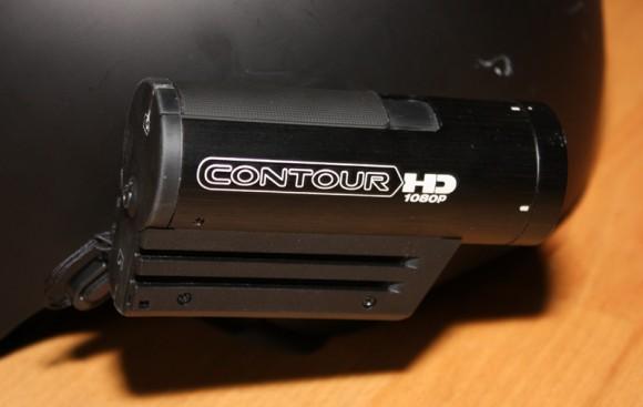 Contour HD 1080p am Helm befestigt