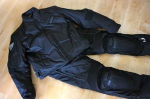 Motorrad Kleidung: Streetfighter Hose und Jacke