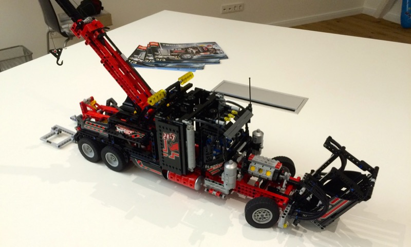 lego f r erwachsene tow truck 360 friends. Black Bedroom Furniture Sets. Home Design Ideas