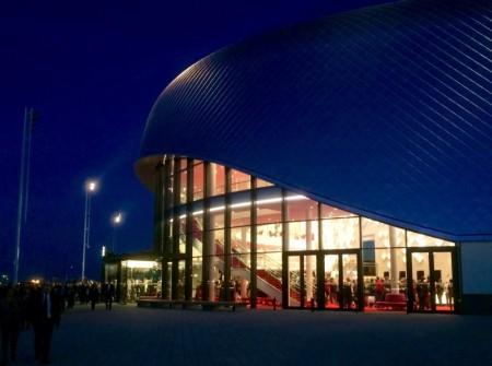 Stage Theater an der Elbe (Nacht)